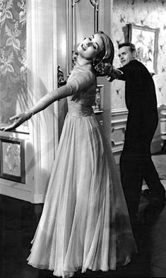 "Grace Kelly as Samatha in ""High Society"", 1956 a few hilarious drunk scenes . champagne is delicious and dangerous. engagement dress by Helen Rose. Glamour Hollywoodien, Old Hollywood Glamour, Vintage Hollywood, Hollywood Stars, Hollywood Fashion, High Society, Divas, Princesa Grace Kelly, Royals"