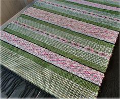 Vi bor i Gårdeby, tillhörande Söderköpings kommun, med närhet Weaving Patterns, Knitting Patterns, Textiles, Recycled Fabric, Loom Weaving, Woven Rug, Rag Rugs, Bohemian Rug, Pattern Design
