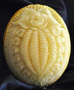 All credit to the owner. I just collect the kind of art I love. Watermelon Decor, Watermelon Carving, Food Carving, Pumpkin Carving, Creative Food Art, Fruit And Vegetable Carving, Food Garnishes, Edible Arrangements, Food Out