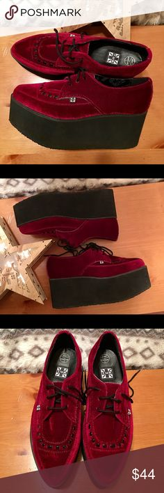 🇦🇺 T.U.K 🇦🇺 Unisex 🇦🇺 Excellent Condition!! 🇦🇺 Burgundy Velvet Creepers 🇦🇺 Men Size 7 🇦🇺 Womens Size 9 🇦🇺        🎄Awesome Gift!🎄🇦🇺 No Trades 🇦🇺 Price Firm 🇦🇺 T.U.K Shoes Platforms