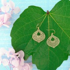 LAVISHY designs & wholesale original & beautiful applique bags, wallets, pouches & accessories for gift shop/boutique buyers in USA, Canada & worldwide. Canadian Gifts, Filigree Earrings, Makeup Pouch, Gift Store, Crochet Earrings, Plating, Coin Purse, Fashion Accessories, Silver