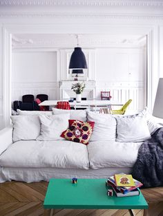 Loving this ultra relaxed living room with white sofa