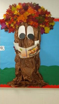 My reading tree creation - fall Fall Classroom Decorations, School Door Decorations, Class Decoration, Classroom Displays, Library Bulletin Boards, Classroom Bulletin Boards, Classroom Door, Preschool Boards, Preschool Crafts