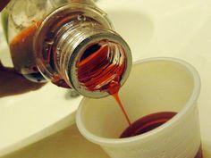 Viele Menschen leiden bei Erkältungen unter starkem Husten und Schleim in der Lunge. Sie schlucken Hustenbonbons, doch die meisten helfen nur für eine kurze Zeit gegen die Symptome. Also wandertbi…