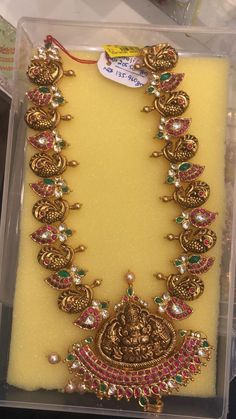 136 GMs Gold long haaram with Lakshmi devi pendant. Long haaram with peacock design motifs. Mango Mala Jewellery, Gold Temple Jewellery, Gold Wedding Jewelry, Gold Jewellery Design, Gold Jewelry, Antic Jewellery, Gold Necklace, Bridal Jewelry, Jewelry Bracelets