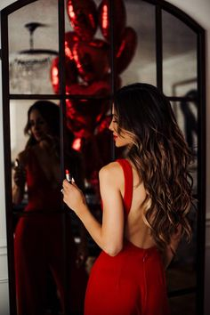 My Favorite Valentine's Day Gifts. Valentine Picture, Valentines Day Photos, Portrait Photography Poses, Photography Poses Women, Creative Photoshoot Ideas, Photoshoot Inspiration, Cute Birthday Pictures, Elegantes Outfit Frau, Birthday Party Photography
