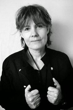 Fred Vargas, de son vrai nom Frédérique Audoin-Rouzeau, née le 7 juin 1957 à Paris, est une écrivaine et archéozoologue médiéviste française. Elle est connue pour ses romans policiers mettant en scène,