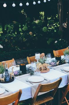 Annies garden wedding decor / succulents / Dinosaur / Decor Idear / Hochzeitsdeko / Sukulenten / Dinosaurier / Ikea / Wedding cake / low budget All Pictures: http://todayis.de/annies-hochzeitsdeko/