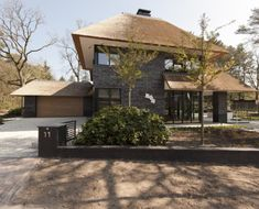 Vrijstaande woning met garage Garden Architecture, Architecture Design, Different House Styles, Hip Roof, Thatched Roof, Mansions Homes, Prefab Homes, Home Design Plans, House Goals