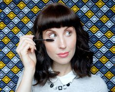 You don't have to copy Twiggy's style to get dark lower lashes, and I'm gonna show you how.