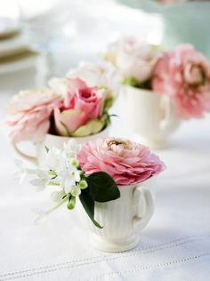 Wedding table decorations pink tea cups ideas for 2019 Flower Table Decorations, Pink Centerpieces, Table Flowers, Wedding Reception Outfit, Wedding Vows, Edible Roses, Pink Tea Cups, Bridesmaid Luncheon, Rose Decor