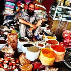 Pakistanese colors and spices