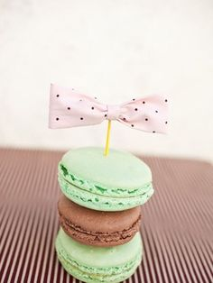 DIY bowties - no sewing!  But I was interested in the macarons... Gosh I love macarons, especially certain ones from Ashland, Oregon