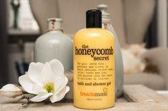 treaclemoon the honeycomb secret bath and shower gel  Ik ben dol op treaclemoon shower gels. Deze variant kreeg ik van mijn vriendinnetje en ik ben er echt dol op! Hij ruikt heerlijk naar karamel snoepjes..yummm!