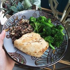 "goodhealthgoodvibes:  "" Procrastinated my workout for so long I got hungry again and made a light lunch before I actually do it lol. Chicken, quinoa and steamed broccoli. Simple and delicious 👌  Instagram - goodhealthgoodvibes  """