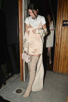 Kendall Jenner renovando el slip dress