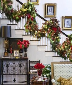 Resultado de imagen para staircase christmas decoration