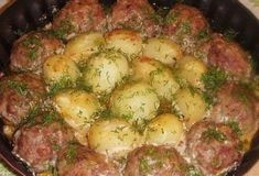 Meatballs with potatoes in a creamy tomato sauce – Chicken Recipes Tomato Sauce Chicken, Chicken Sauce Recipes, Creamy Tomato Sauce, Pork Recipes, Wine Recipes, Italian Chicken Dishes, Best Meat, Russian Recipes, Arabic Food