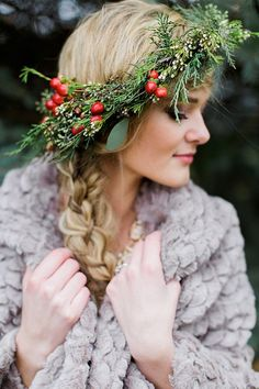 Wedding winter hairstyles flower crowns New Ideas Floral Crown Wedding, Winter Wedding Flowers, Bridal Crown, Bridal Flowers, Winter Weddings, Christmas Hairstyles, Winter Hairstyles, Bridal Shoot, Christmas Wedding