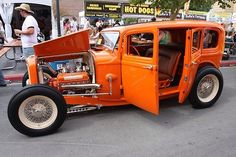 Love this 32 Ford Hot Rod Vintage Cars, Antique Cars, Vintage Stuff, 1932 Ford, Hot Rod Trucks, Barn Finds, Street Rods, Car Show, Custom Cars