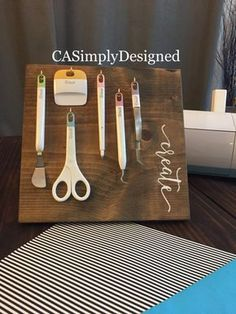 Craft Room Organization Cricut Sewing Machines New Ideas - Basteln Organisation Design Ikea, Home Design, Cricut Craft Room, Cricut Vinyl, Cricut Air, Craft Rooms, Craft Room Signs, Craft Room Storage, Craft Organization