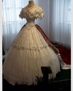 .dress 1860s