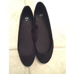 H&M flats Brand new H&M flats! size 8. they are a faux suede material. H&M Shoes Flats & Loafers