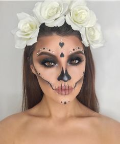Halloween Makeup Sugar Skull, Cute Halloween Makeup, Sugar Skull Makeup, Halloween 2018, Looks Halloween, Halloween Stuff, Halloween Costumes, Day Of Dead Makeup, Maquillage Halloween Simple