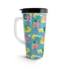 Vasito viajero – Flamencos, encuentra este producto en nuestra tienda online. Travel Mug, Mugs, Tableware, Vase, Siempre Contigo, Flamingos, Store, Dinnerware, Tumblers