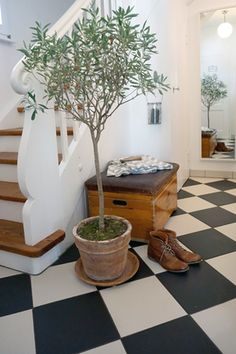 """""""Neue"""" Aufbewahrungskiste im Flur Seat for putting on shoes and storage box for the hallway Tiled Hallway, Tile Stairs, Studio Apartment Decorating, Decorating Blogs, Hallway Seating, Wall Design, House Design, Rustic Apartment, House Goals"""