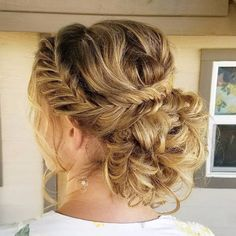 24 Beautiful Bridesmaid Hairstyles For Any Wedding - Gorgeous Bridesmaid Updo - Beautiful Step by Step Tutorials and Ideas for Weddings. Awesome, Pretty How To Guide and Bridesmaids Hair Styles. These are Easy and Simple Looks for Short hair, Long Hair and Medium Length Hair - Cool Ideas for Hair at Parties, Special Events and Prom