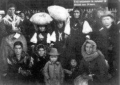 Immigrants Arriving at Ellis Island (1892-1954) Italian Women