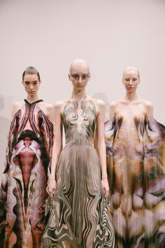 Youth and pop culture provocateurs since Fearless fashion, music, art, film, politics and ideas from today's bleeding edge. Runway Fashion, High Fashion, Fashion Show, Fashion Outfits, Fashion Fashion, Space Fashion, Iris Van Herpen, Origami Fashion, Fashion Details