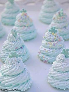 Easy Christmas Tree Meringues