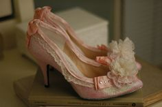 New Vintage Wedding Cake Ideas Victorian Marie Antoinette Ideas Marie Antoinette, Elizabeth Midford, Rococo Fashion, Vintage Fashion, Ludwig, Versailles, Madame, Vintage Shoes, Beautiful Shoes