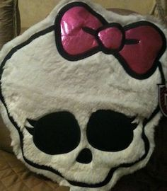 Monster High Skull Cuddle Pillow i need this Monster High Room, Monster High Party, Love Monster, Small Room Bedroom, Girls Bedroom, Bedroom Decor, Bedroom Ideas, Small Rooms, Kids Rooms
