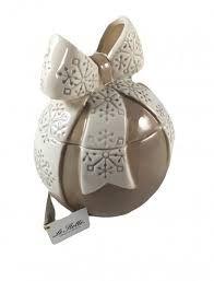 Risultati immagini per fiocchi su palle di ceramica natale