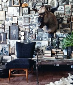 Salon-style gallery wall in perfect form. From elle decor south africa. Blog Vintage, Beautiful Soup, Interior Decorating, Interior Design, Bar Interior, New Wall, Elle Decor, Ideal Home, Decoration