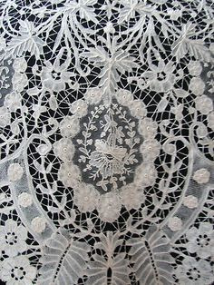 Brussels Lace Shawl w/ Point De Gaze Circa a very ornate and beautifully designed Brussels lace triangular lace shawl with large vignettes filled with decorative Point De Gaze flowers. Excellent workmanship on this lovely shawl. Embroidery Transfers, Lace Embroidery, Vintage Embroidery, Needle Lace, Bobbin Lace, Antique Lace, Vintage Lace, Textiles, Crochet Video