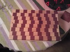 Optical Illusion: Woodworking for Mere Mortals:: My kind of cutting board End Grain Cutting Board, Wood Cutting Boards, Chopping Boards, Woodworking For Mere Mortals, Woodworking For Kids, Padron, Wood Projects For Kids, Optical Illusions, Pattern Design