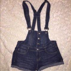 ☔️ DENIM OVERALLS SHORTS ☔️ Brand new!! Worn once Alternative Apparel Shorts Jean Shorts