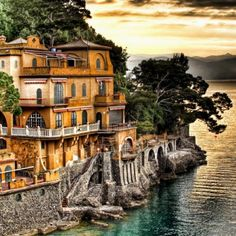Domina Home Piccolo, immersed in the luxuriant vegetation typical of the Ligurian Riviera, in Portofino Italy, is a converted refined period villa that cherishes the ancient art of hospitality.