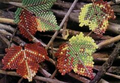 Autumn Leaves of beads Beading Tutorials, Beading Projects, Beading Patterns, Minecraft Beads, Motifs Perler, French Beaded Flowers, Beaded Jewelry Designs, Lesage, Leaf Flowers
