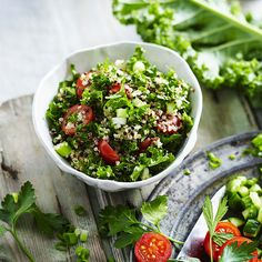 A healthier WW recipe for Quinoa kale tabbouleh ready in just Get the SmartPoints value plus browse other delicious recipes today! Ww Recipes, Healthy Recipes, Weight Watchers Vegetarian, Recipe Today, Cherry Tomatoes, Kale, Quinoa, Cucumber, Salads