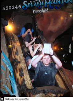 The new way to get baptized Stupid Funny Memes, Haha Funny, Funny Posts, Rollercoaster Funny, Roller Coaster Pictures, Funny Images, Funny Pictures, Draw The Squad, Splash Mountain