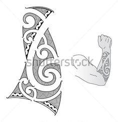 Maoríes estilo diseño de tatuaje para un antebrazo.