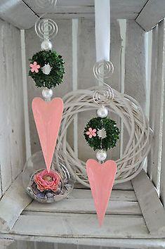 Fensterdeko Herz rosa glänzend, längliche Form mit Buchskranz, Perlen 15 cm