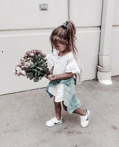 Look at these 21 adorable little girl outfits to find cute outfits for your little girl and make her happy! Little Girl Outfits, Cute Little Girls, Toddler Outfits, Cute Kids, Cute Babies, Fashion Kids, Baby Girl Fashion, Toddler Fashion, Tomboy Baby Girl
