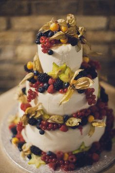 Autumn Wedding With A Touch Of Vintage - Autumn wedding cake idea  Rik Pennington Photography