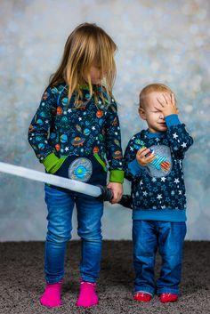 Raketenstarke Geschwisterkombi aus dem neuen Jolijou Jersey Stoff! Perfekt dazu passt die Stickdatei von Stickdesign Kerstin Bremer mit Rakete und Planet. Schnitte von Klimperklein und Farbenmix, mehr auf dem Blog :)  Nähen mit Jersey Kinderleicht
